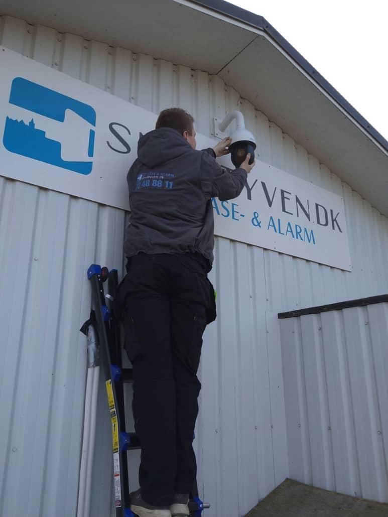 Snydtyven montering af sikkerhedskamera